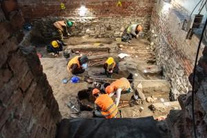 archeologický průzkum ve sklepě